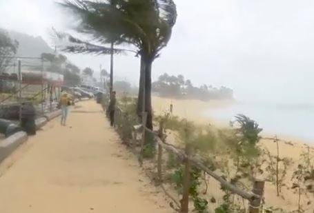 WATCH: Strong storm pounds Hawaii's northern shorelines